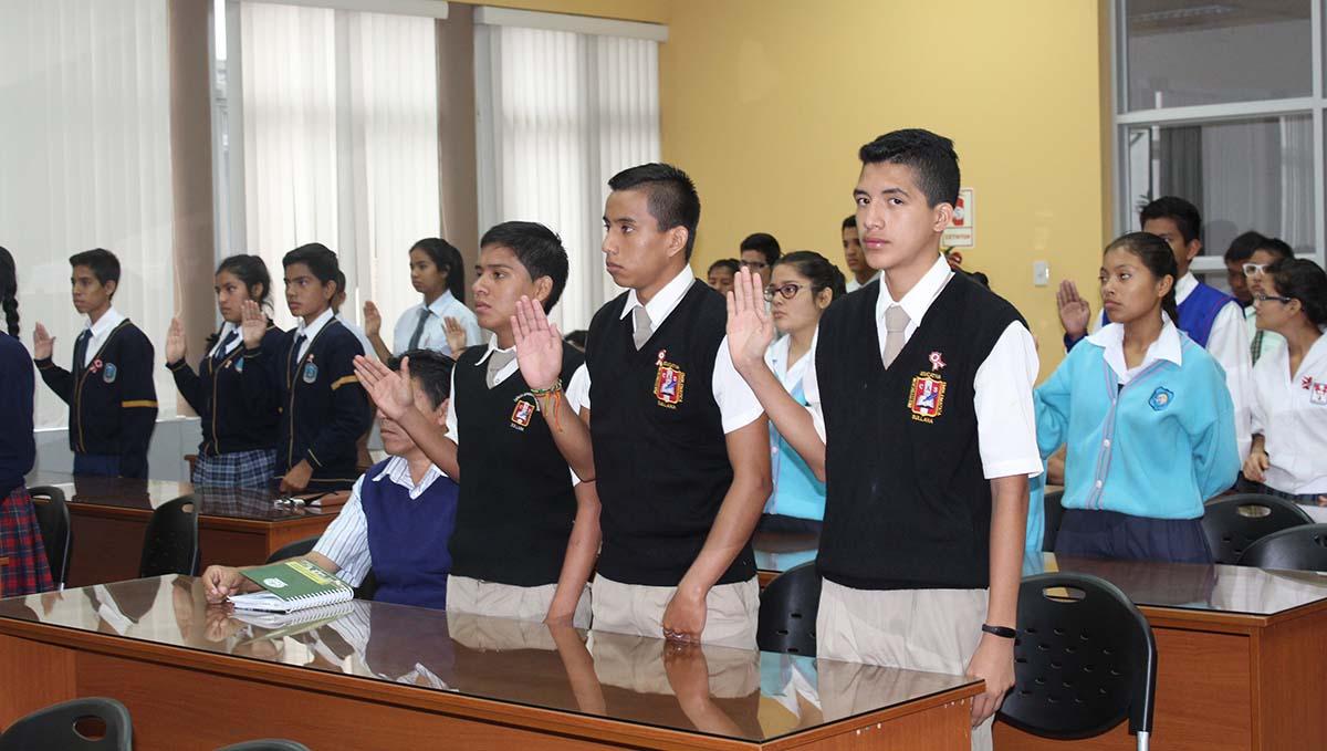 6aaaef813 Cuarenta y cinco estudiantes de un total de quince instituciones educativas  de Sullana fueron juramentados como Jueces Escolares, en el ...