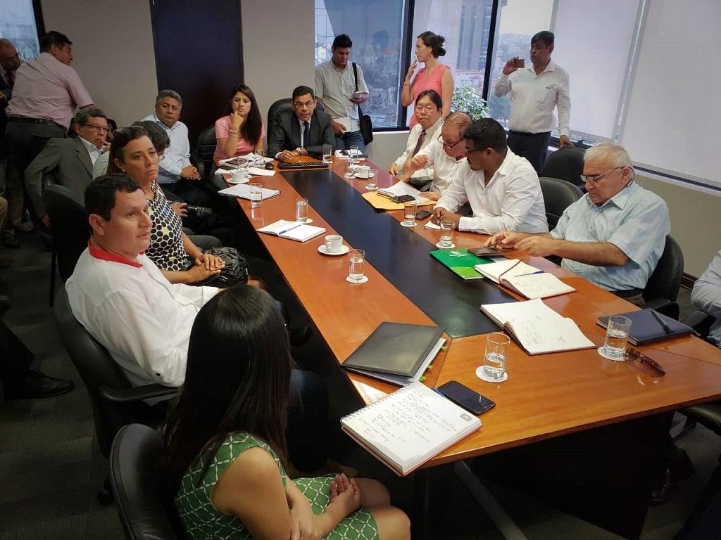 Reunion entre autoridades nacionales y regionales para solución de agua potable
