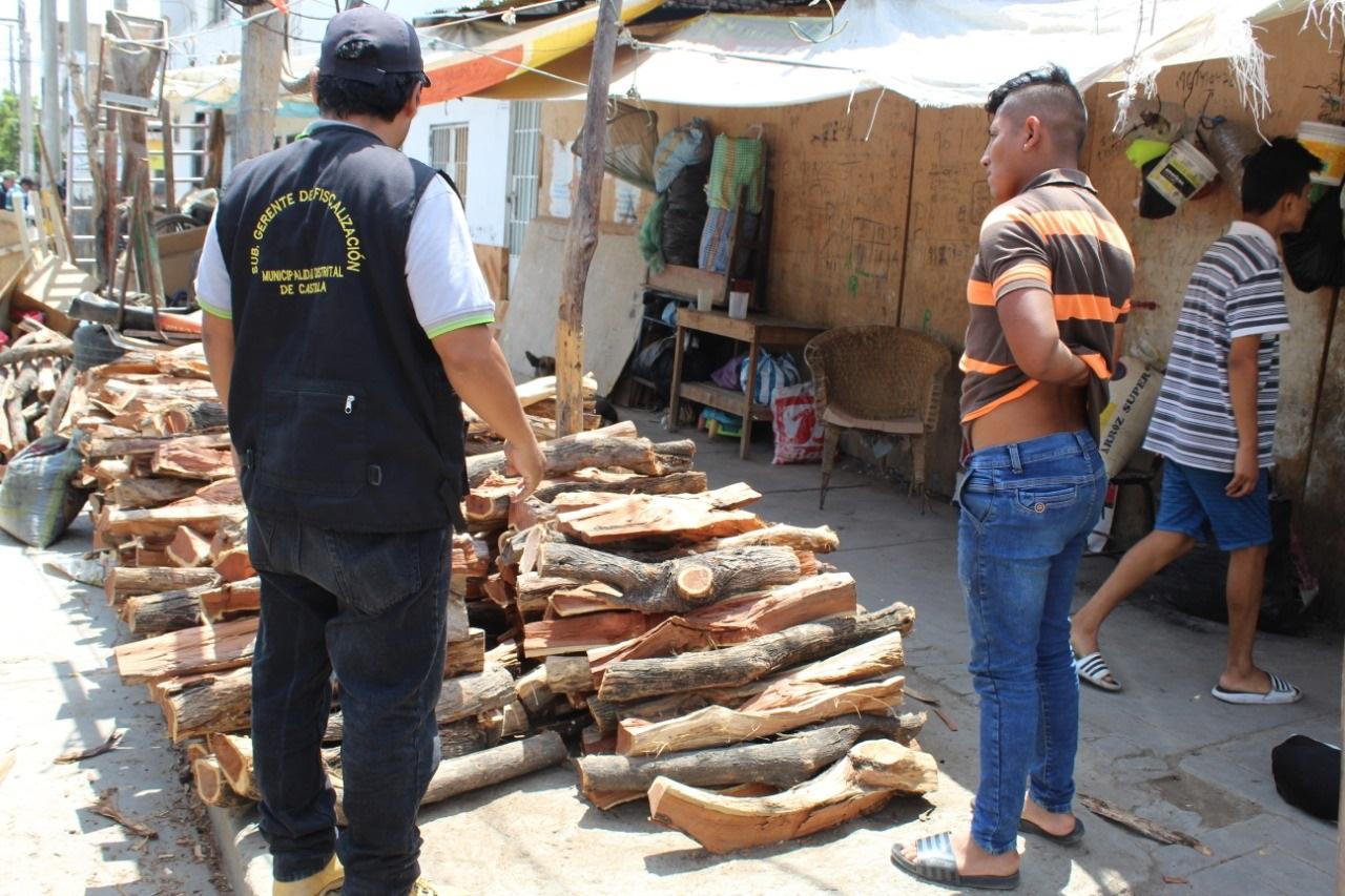 Piura: incautan rejas de leña de procedencia clandestina que ocupaban vía pública - El Regional